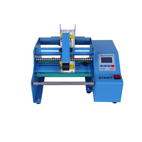 STS808 Етикетираща машина е предназначена за лепене на един или два самозалепващи етикета върху цилиндрични съдове (пластмасови, стъклени и др.)